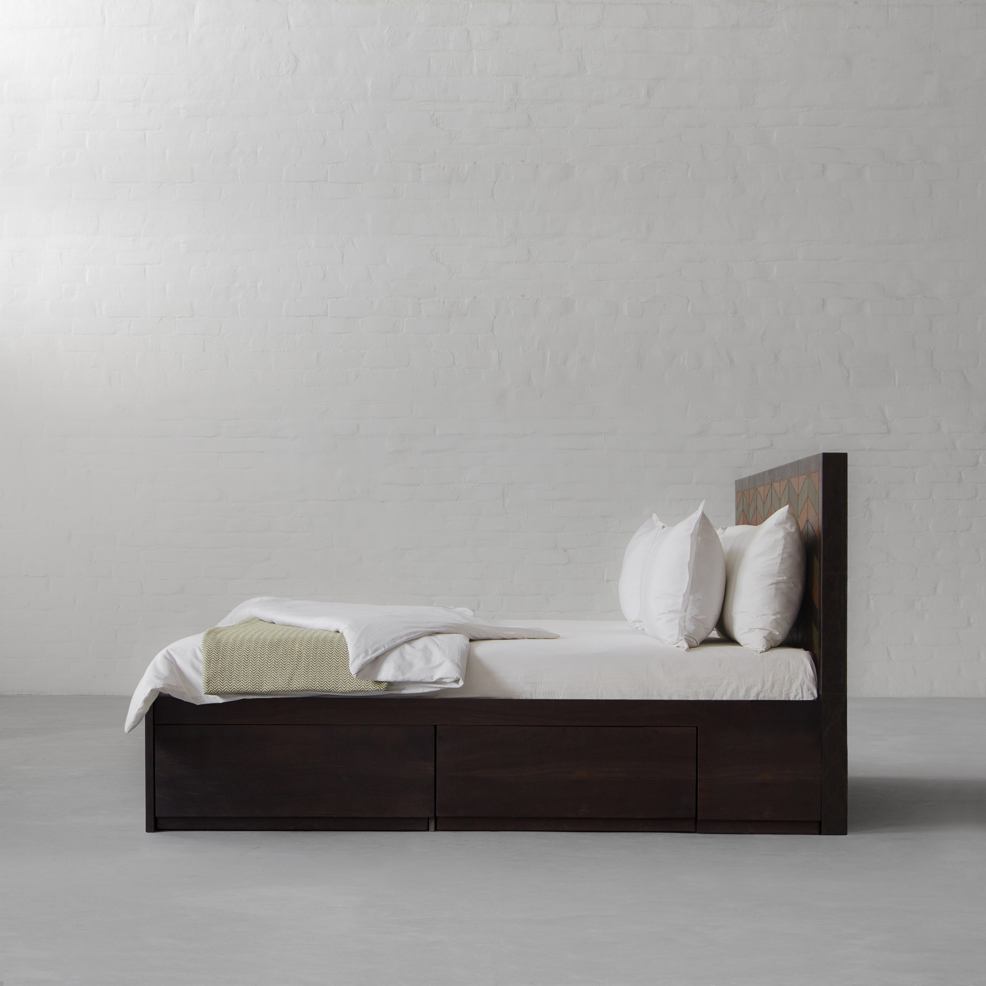 EDWARD BED COLLECTION