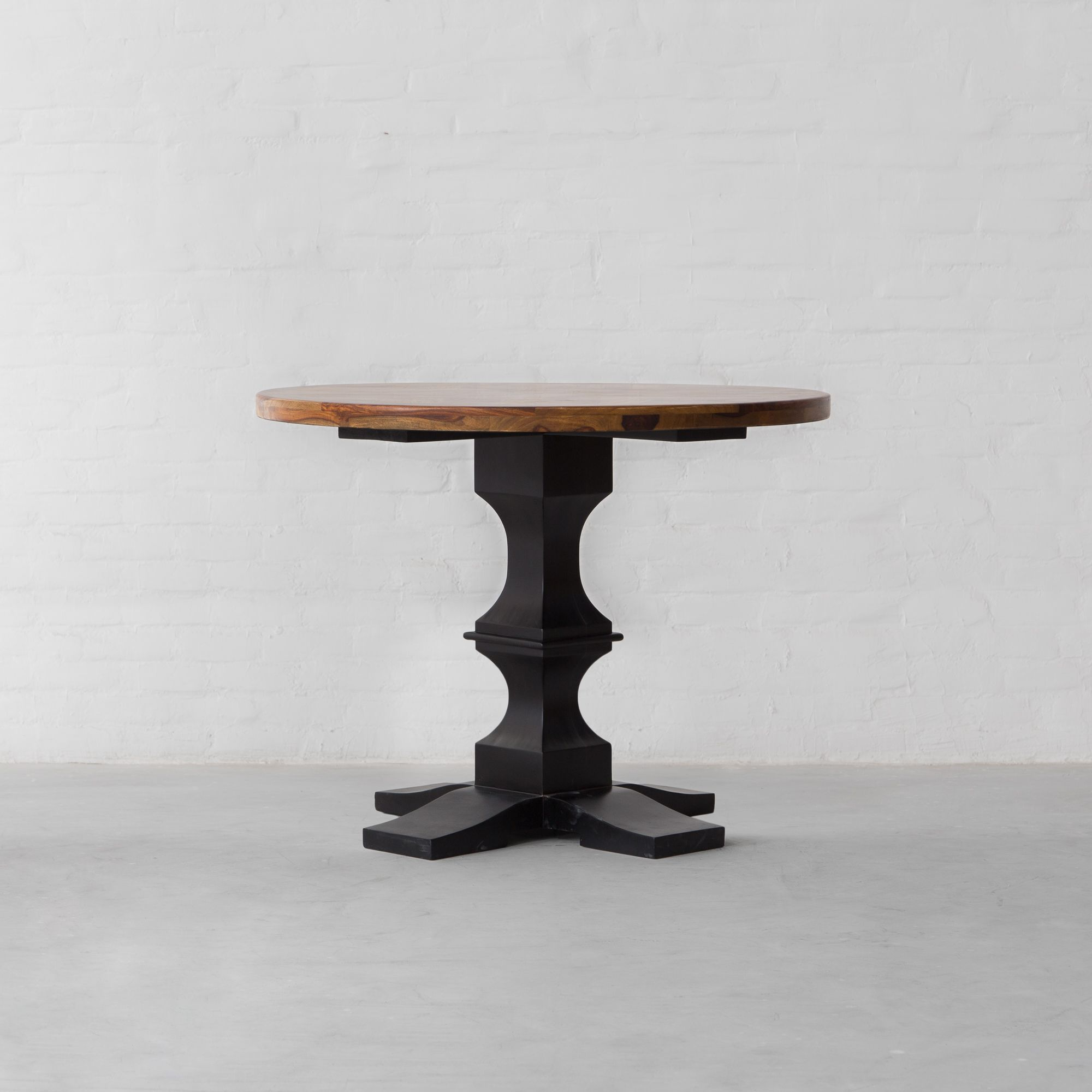 Barnet Round Dining table